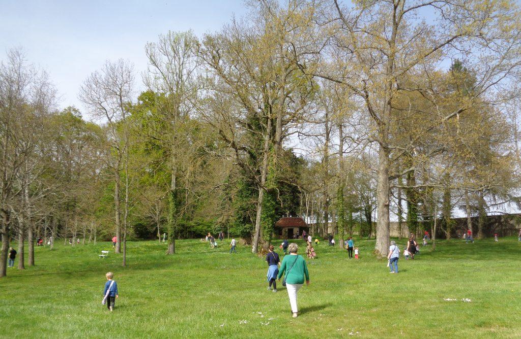 Chasse aux œufs dans le parc du Château de Digoine 2