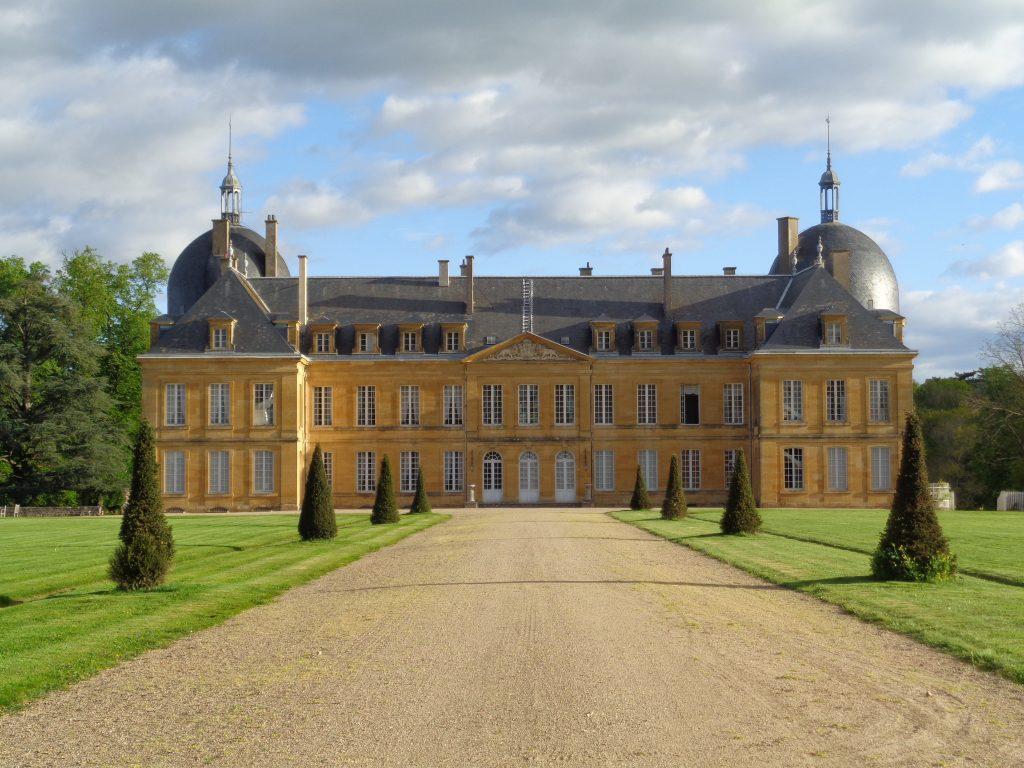La façade sud du Château de Digoine n'a pas évoluée depuis le XVIIIe siècle.