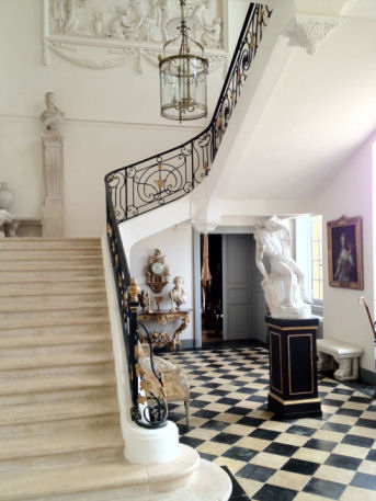 Le vestibule est une pièce du Château de Digoine crée par l'architecte Edmé Verniquet.