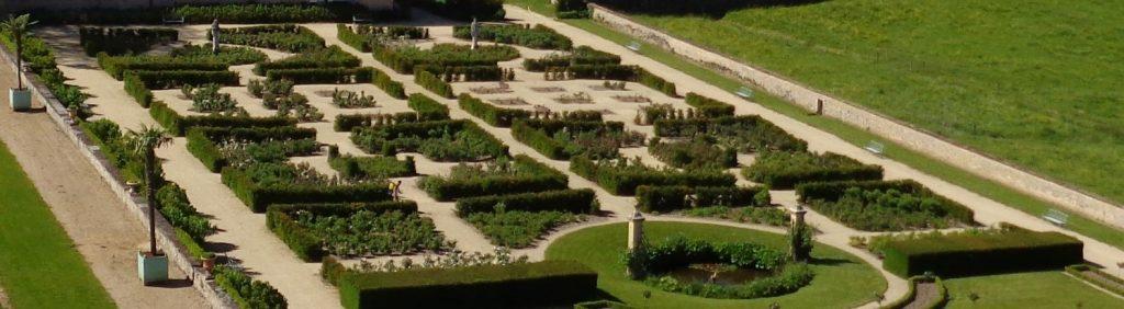 Pour la saison 2020, de nouvelles variétés de roses ont été plantées dans les jardins : Ingrid Bergman, Baronne de Rothschild, Belle de Clermont, Jardin de Granville et Annapurna.