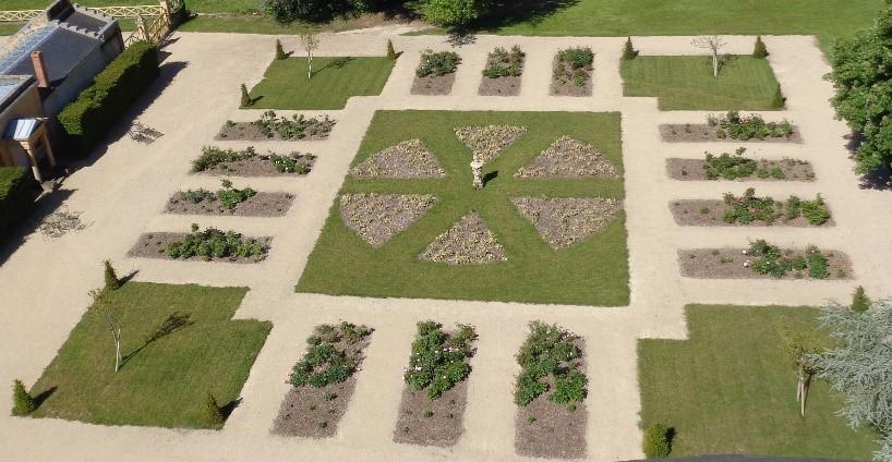 Le Nouveau jardin français sert de jonction entre les Jardins à la Française et le Parc à l'Anglaise.