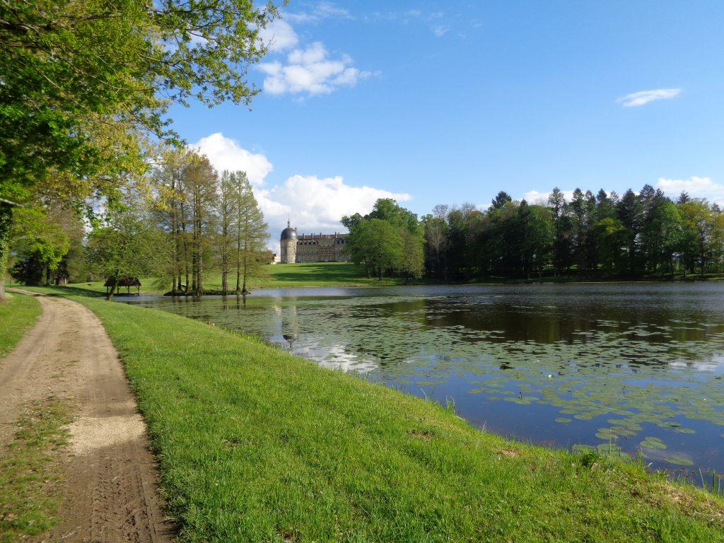 La dynamique du Parc à l'Anglaise invite à la promenade et à la rêverie...