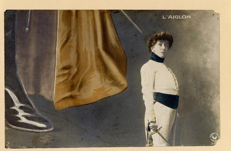 """Dans la pièce de théâtre """"L'Aiglon"""", Sarah Berhardt jouait le rôle du Duc de Reichstadt qui était le fils de Napoléon Ier et de Marie-Louise d'Autriche"""